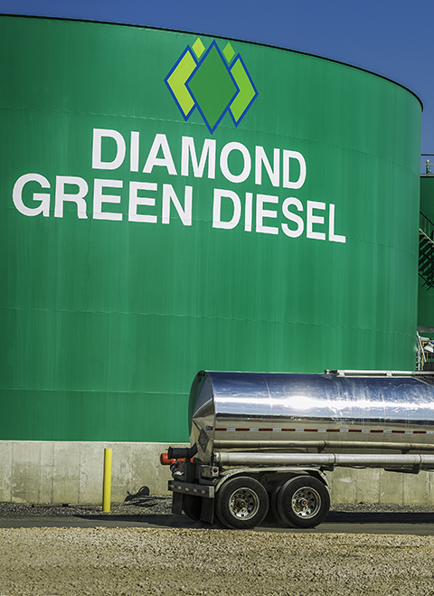 Diamond Green Diesel Tank with Tanker Truck
