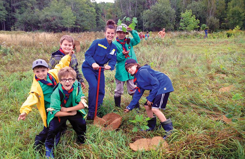 Canadian scouts with Valero volunteer